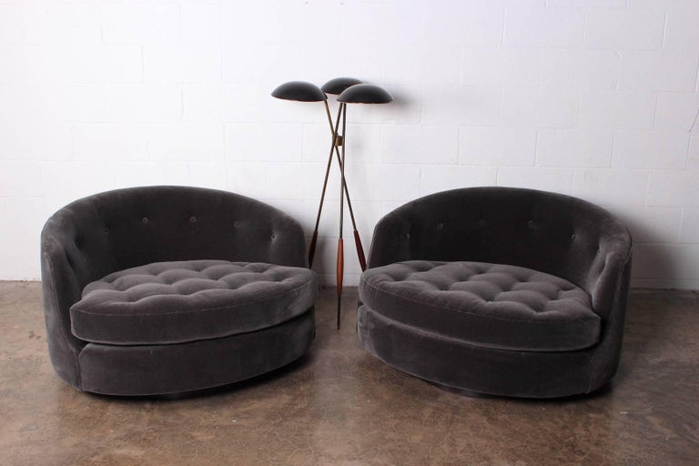 Large Pair of Swivel Chairs Designed by Milo Baughman 9
