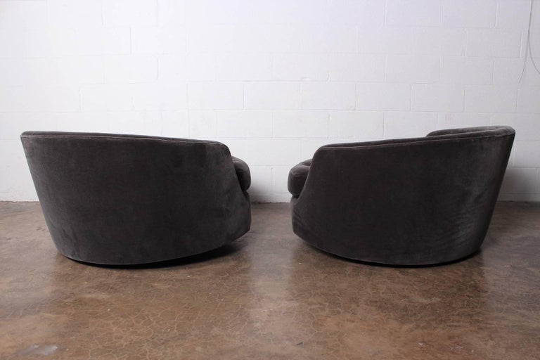 Large Pair of Swivel Chairs Designed by Milo Baughman 7
