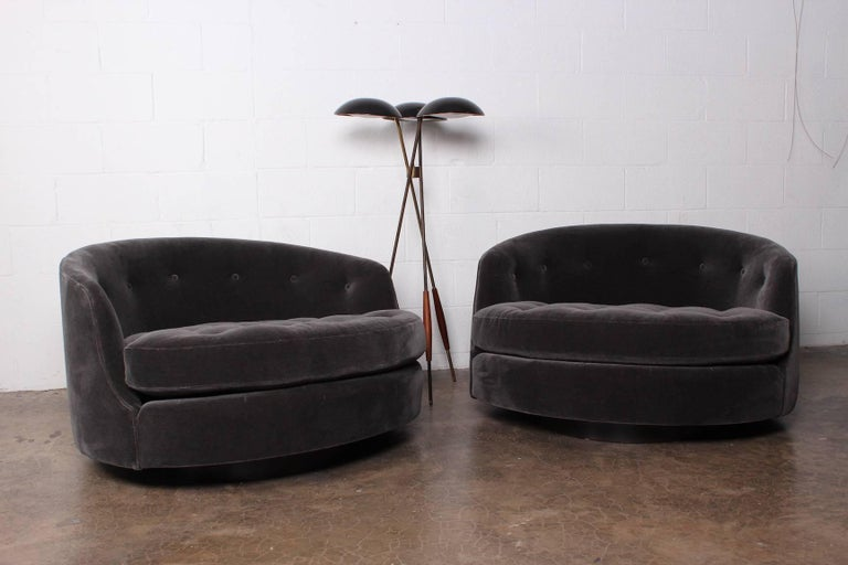 Large Pair of Swivel Chairs Designed by Milo Baughman 10