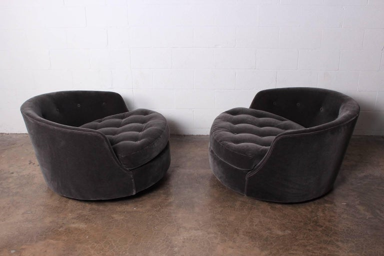 Large Pair of Swivel Chairs Designed by Milo Baughman 5