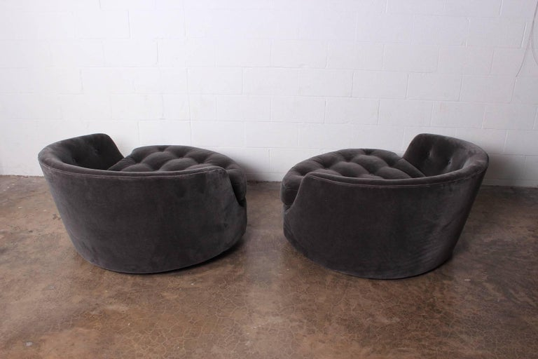 Large Pair of Swivel Chairs Designed by Milo Baughman 6