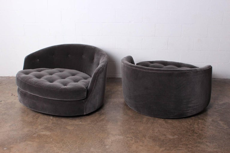 Large Pair of Swivel Chairs Designed by Milo Baughman 8