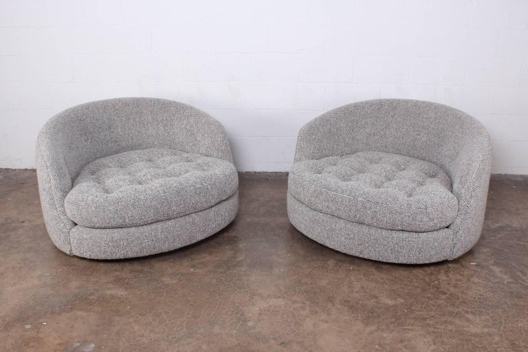 Large Pair of Swivel Chairs Designed by Milo Baughman For Sale 7