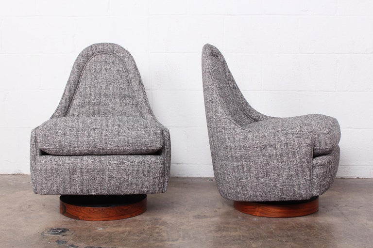 Mid-20th Century Pair of Petite Rocking Swivel Chairs by Milo Baughman For Sale