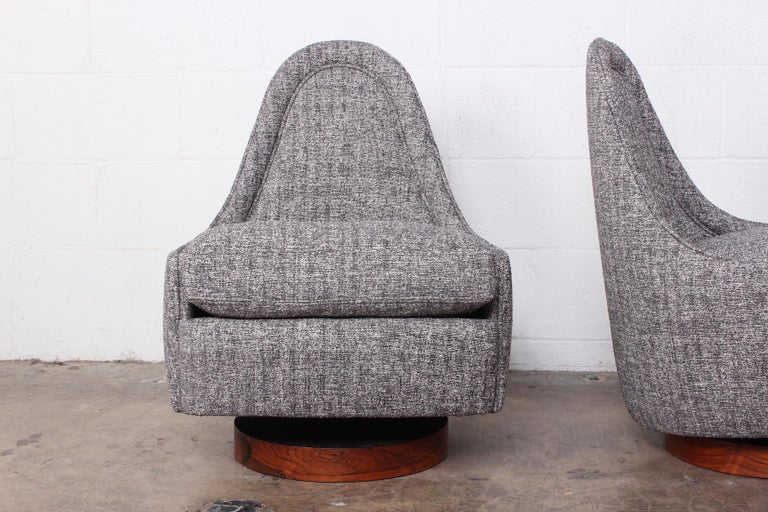 Pair of Petite Rocking Swivel Chairs by Milo Baughman For Sale 1