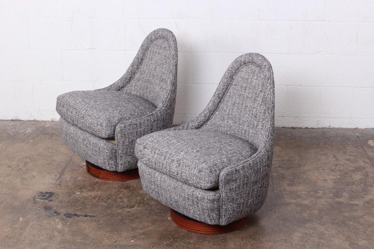 Pair of Petite Rocking Swivel Chairs by Milo Baughman For Sale 4