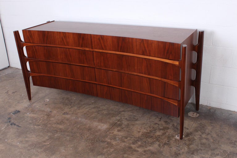 Walnut Curved Front Dresser Designed by William Hinn In Good Condition For Sale In Dallas, TX