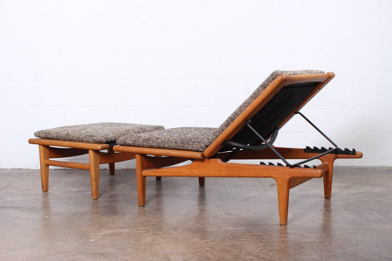 Pair of Oak Chaise Longues by Hans Wegner In Excellent Condition For Sale In Dallas, TX