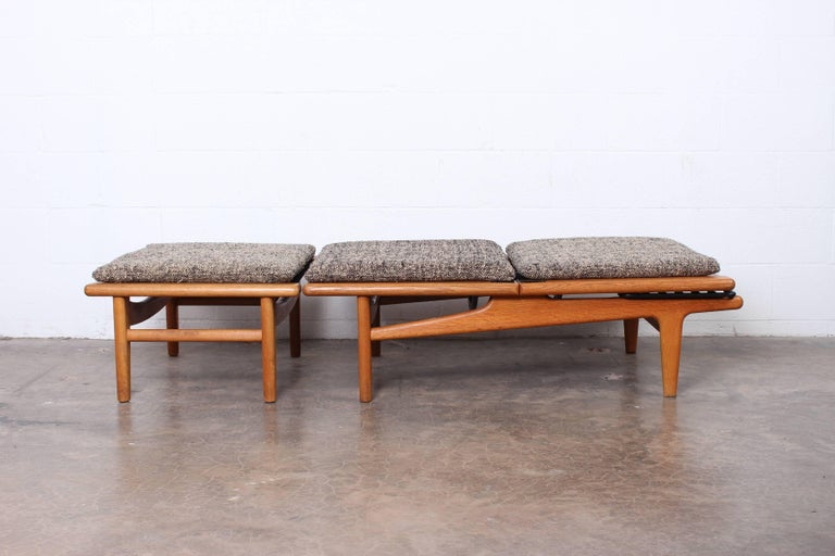 Mid-20th Century Pair of Oak Chaise Longues by Hans Wegner For Sale
