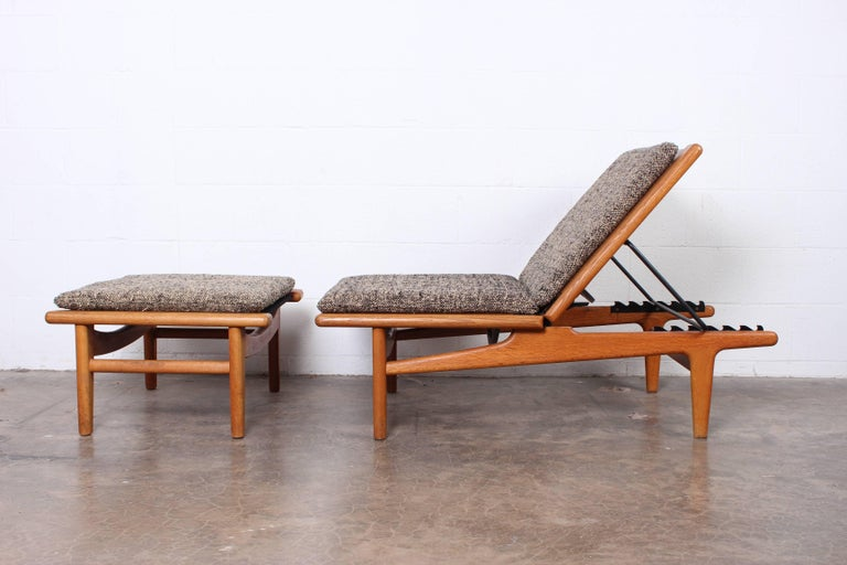 Pair of Oak Chaise Longues by Hans Wegner For Sale 1