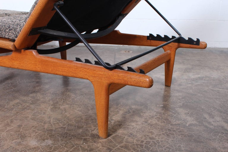 Pair of Oak Chaise Longues by Hans Wegner For Sale 3