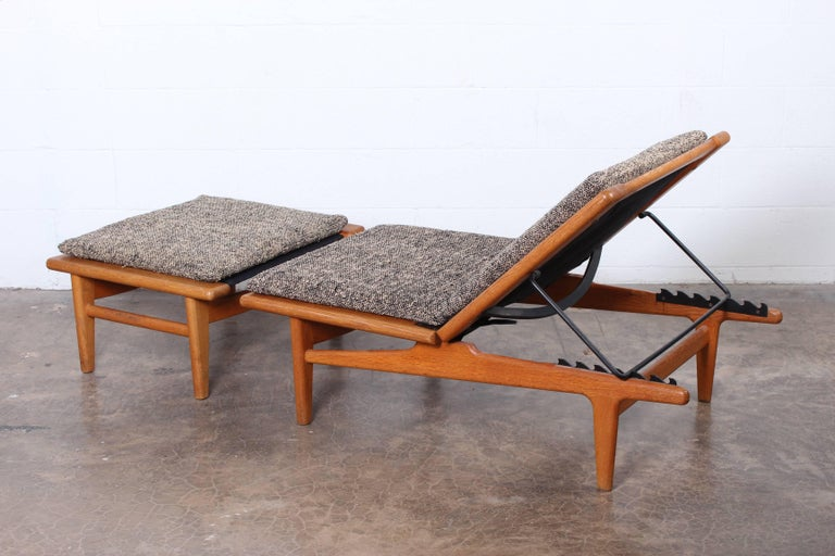 Pair of Oak Chaise Longues by Hans Wegner For Sale 4