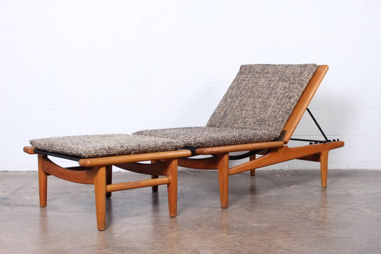 Pair of Oak Chaise Longues by Hans Wegner For Sale 5
