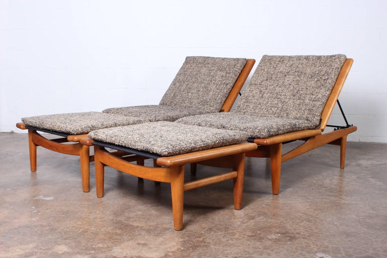 Pair of Oak Chaise Longues by Hans Wegner For Sale 6