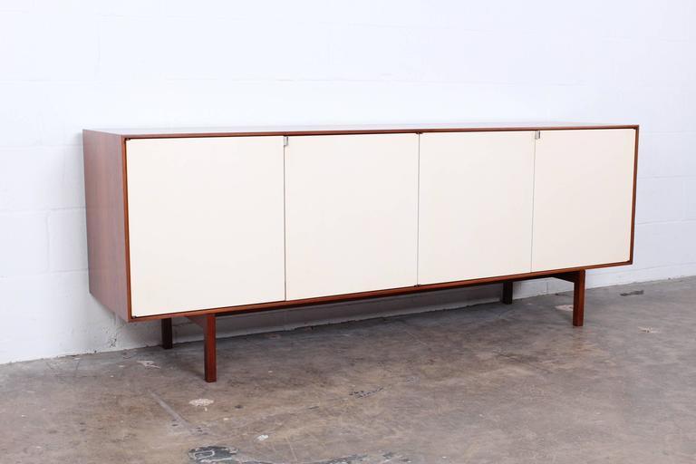 walnut credenza by florence knoll at 1stdibs. Black Bedroom Furniture Sets. Home Design Ideas