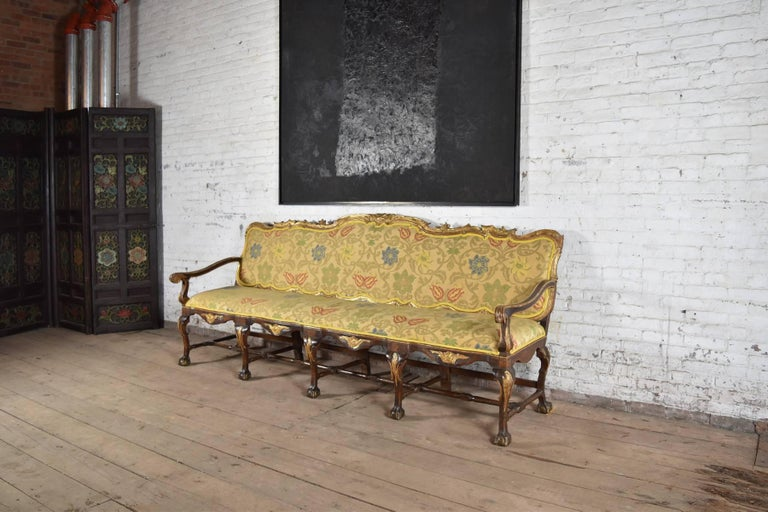 Walnut Long 18th Century Carved and Parcel-Gilt Spanish / Portuguese Settee For Sale