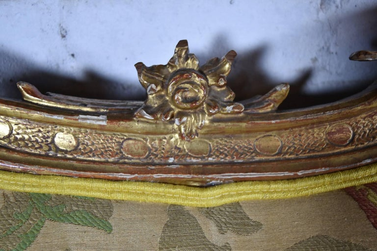 Long 18th Century Carved and Parcel-Gilt Spanish / Portuguese Settee For Sale 3