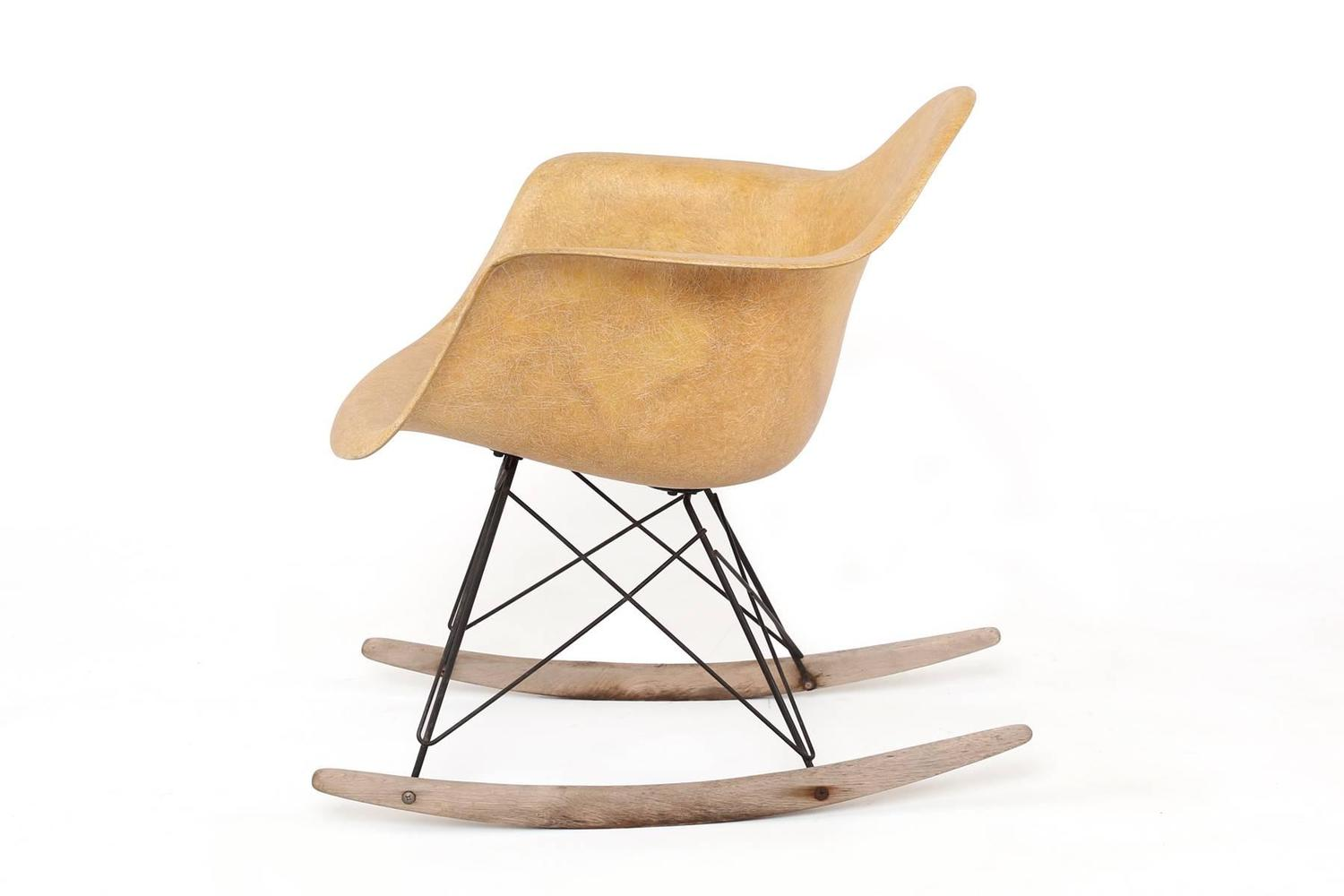 zenith rocking chair by charles and ray eames at 1stdibs. Black Bedroom Furniture Sets. Home Design Ideas