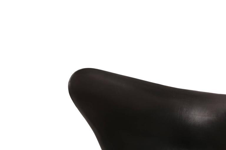 Danish Arne Jacobsen for Fritz Hansen First Generation Leather Egg Chair For Sale