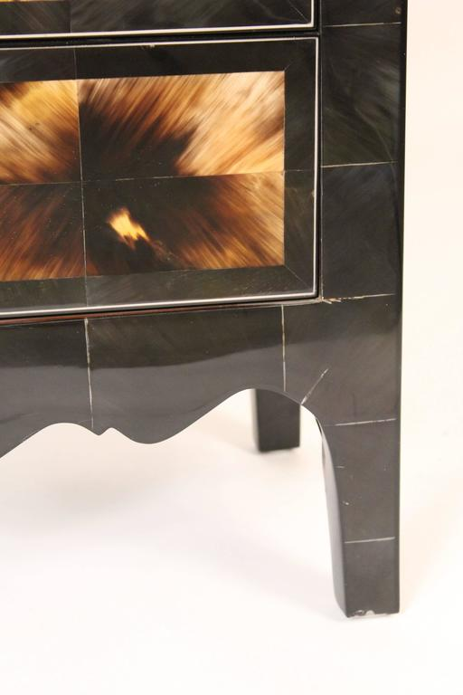 Modern Style Cow Horn and Lacquered Three-Drawer Chest of Drawers For Sale 1
