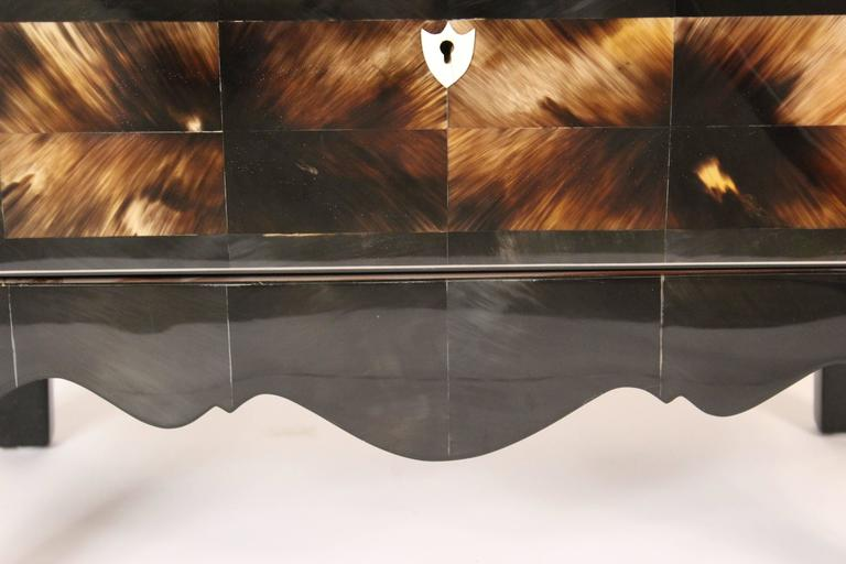 Modern Style Cow Horn and Lacquered Three-Drawer Chest of Drawers For Sale 2