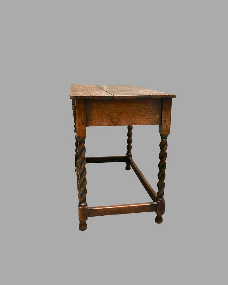 James II English Oak Side Table with Drawer In Good Condition For Sale In San Francisco, CA