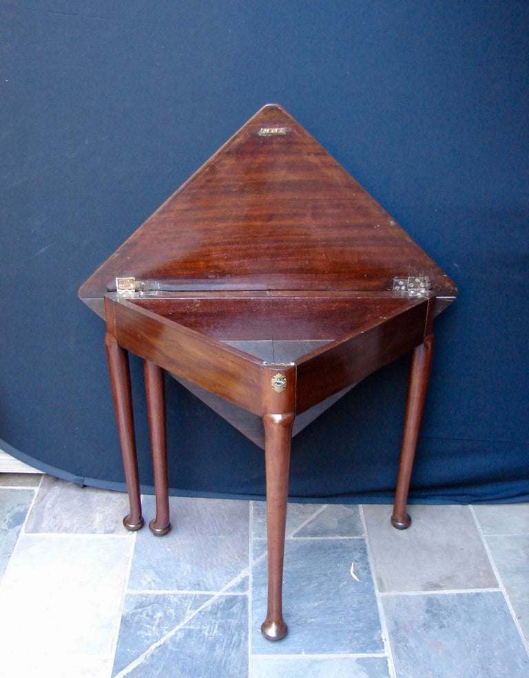 Mid-18th Century George II Envelope Table For Sale