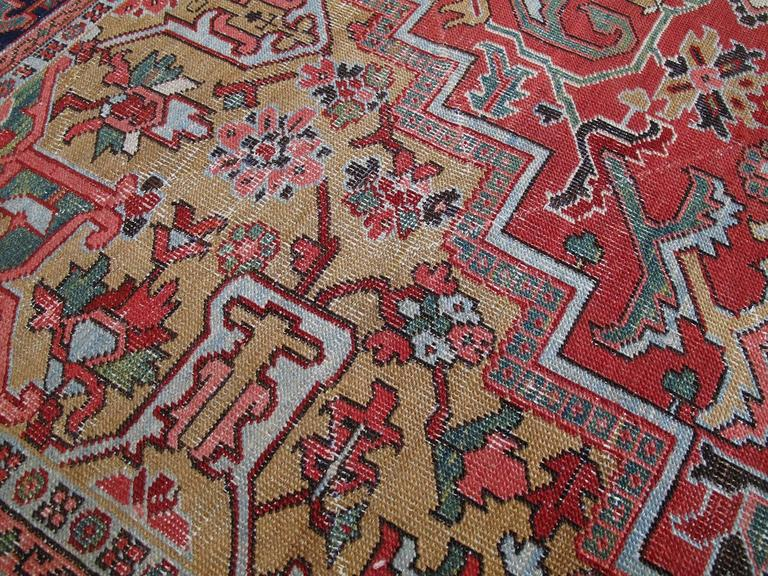 Antique Heriz Carpet with Gentle Wear In Good Condition For Sale In New York, NY