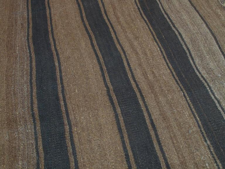 Kilim Rug with Wavy Bands In Good Condition For Sale In New York, NY