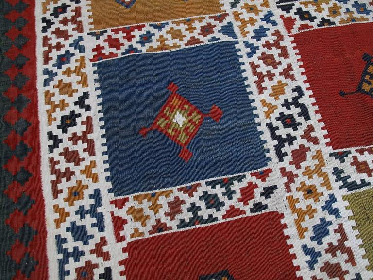 Antique Qashqai Kilim In Good Condition For Sale In New York, NY
