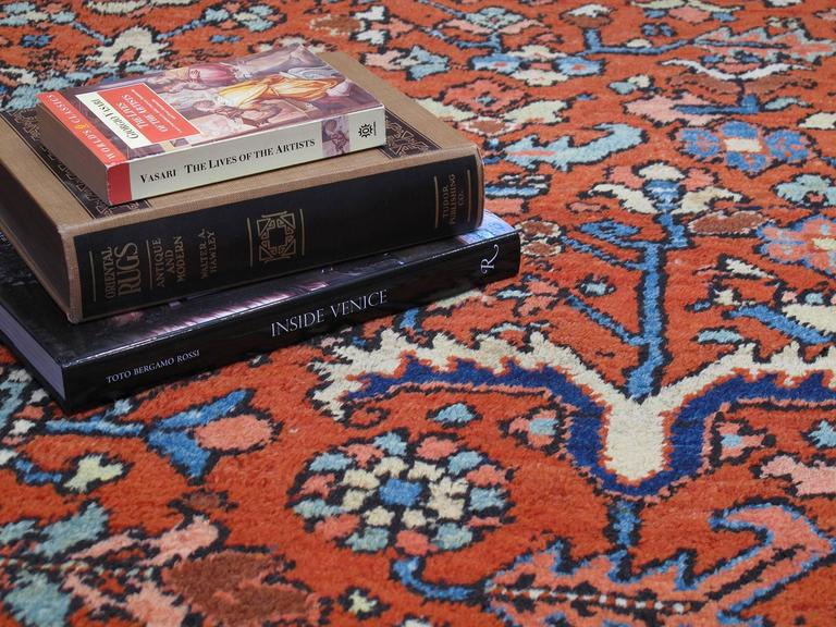 Antique Heriz Carpet In Good Condition For Sale In New York, NY