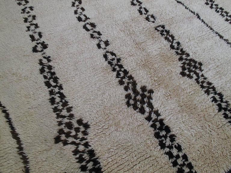 Exceptional Azilal Berber Moroccan Rug In Good Condition For Sale In New York, NY