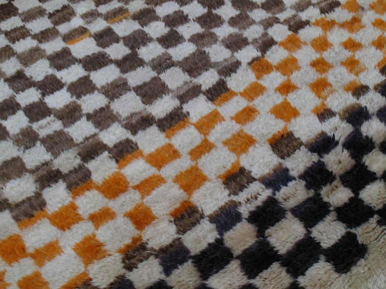 """Checkerboard """"Tulu"""" Rug In Good Condition For Sale In New York, NY"""