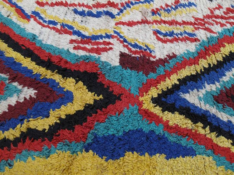 Striking Azilal Berber Moroccan Rug In Good Condition For Sale In New York, NY