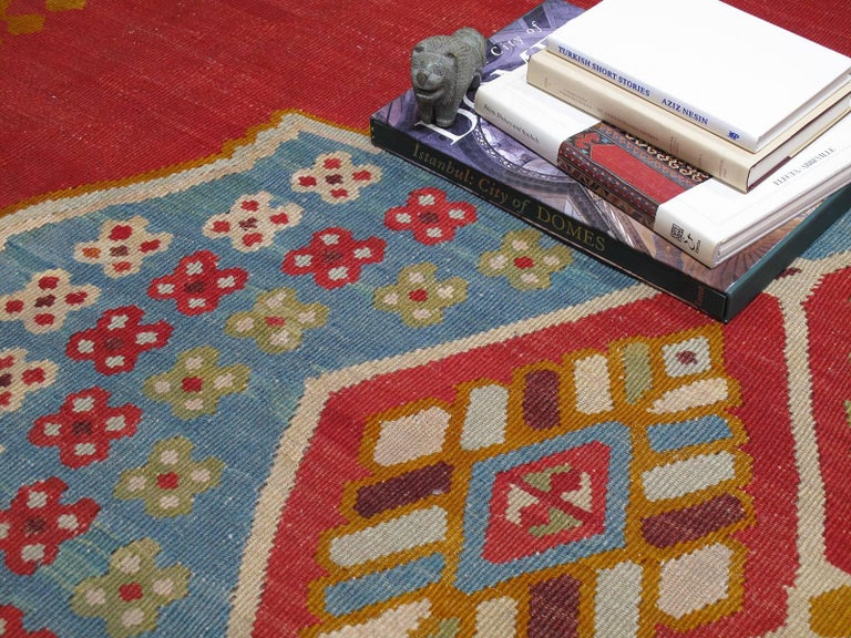 Large Antique Oushak Kilim In Good Condition For Sale In New York, NY