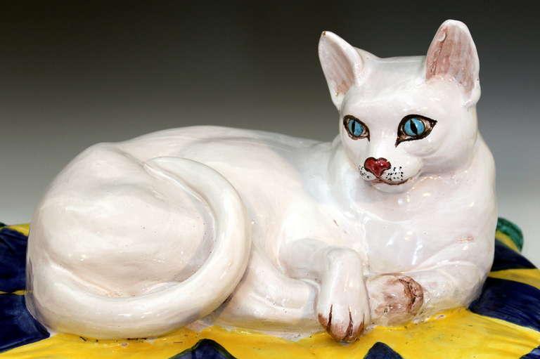 Vintage 1960s Italian Art Pottery Raymor Majolica Cat Figure on Pillow For Sale 4