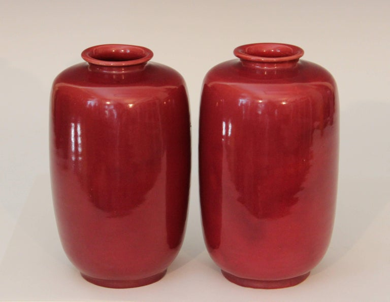 Pair of antique Awaji Pottery ginger jars/ tea canisters in burgundy glaze, circa 1920. 8