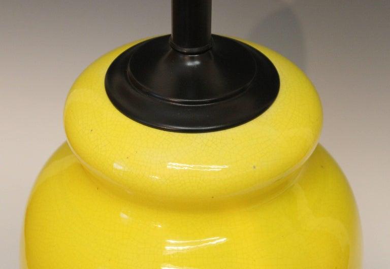 Mid-20th Century Alvino Bagni Atomic Chrome Crackle Yellow Italian Pottery Raymor Gourd Lamp For Sale