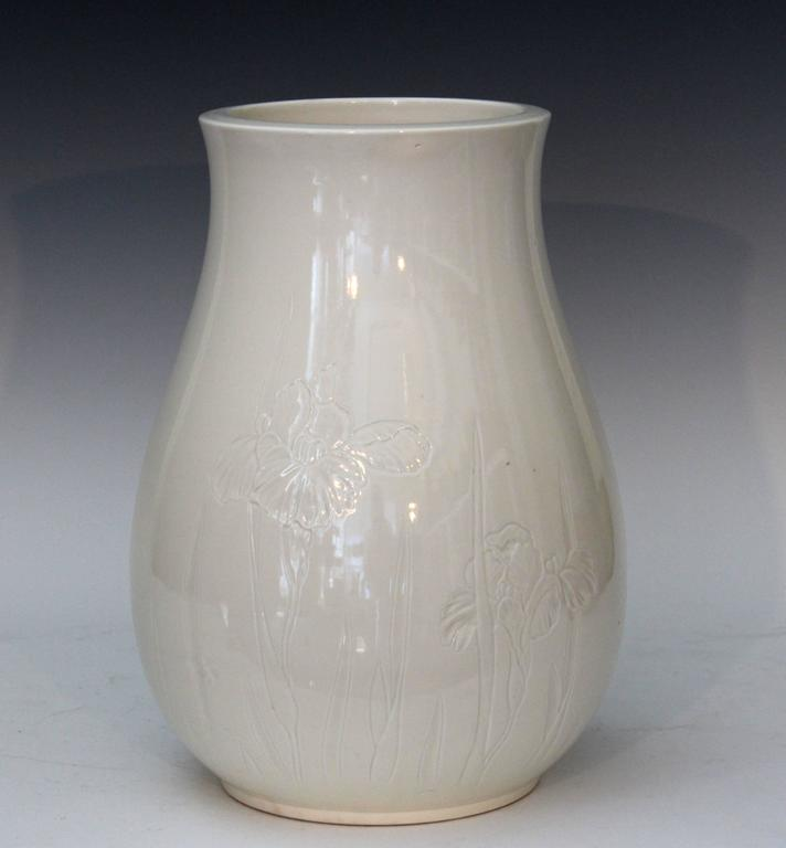 vase de decoration Antique Japanese Studio porcelain Blanc de Chine vase with subtly carved  iris decoration, circa 1900