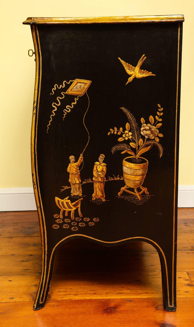Lacquered Chinoiserie Serpentine Chest of Drawers, Italian, circa 1950 In Stock For Sale