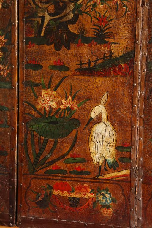 English Six Panel Chinoiserie Polychrome Decorated Leather Screen, circa 1700 In Excellent Condition For Sale In New York, NY