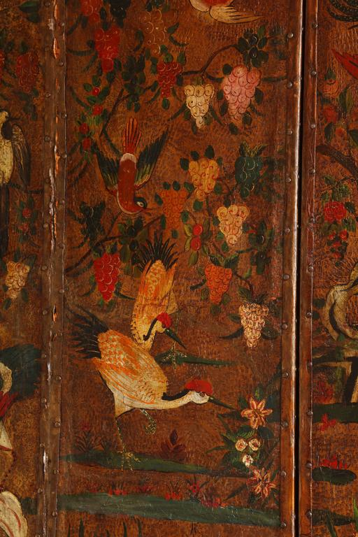 English Six Panel Chinoiserie Polychrome Decorated Leather Screen, circa 1700 For Sale 1