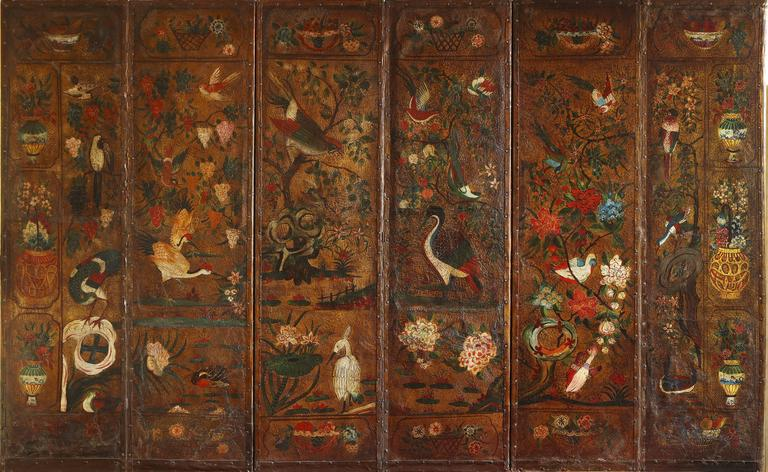 English Six Panel Chinoiserie Polychrome Decorated Leather Screen, circa 1700 For Sale 4