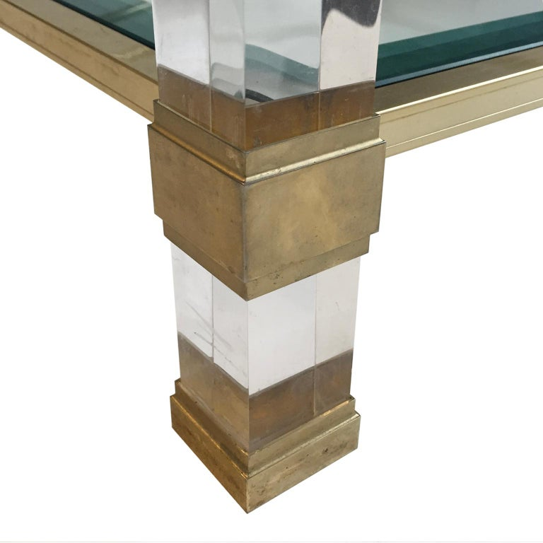 1970s Square Two-Tier Brass and Lucite Coffee Table In Good Condition For Sale In New York, NY