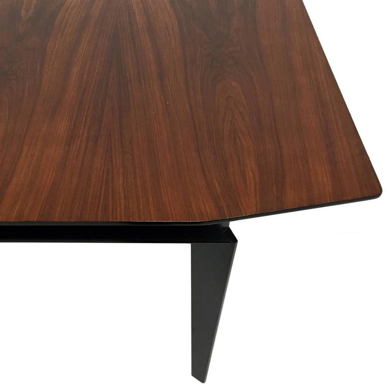 Mid-Century Italian Extendable Rosewood Dining Table by Vittorio Dassi In Excellent Condition For Sale In New York, NY