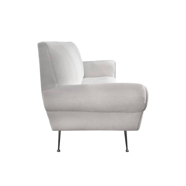 Mid-Century Ivory Sofa with Tapered Legs by Gigi Radice for Minotti  2