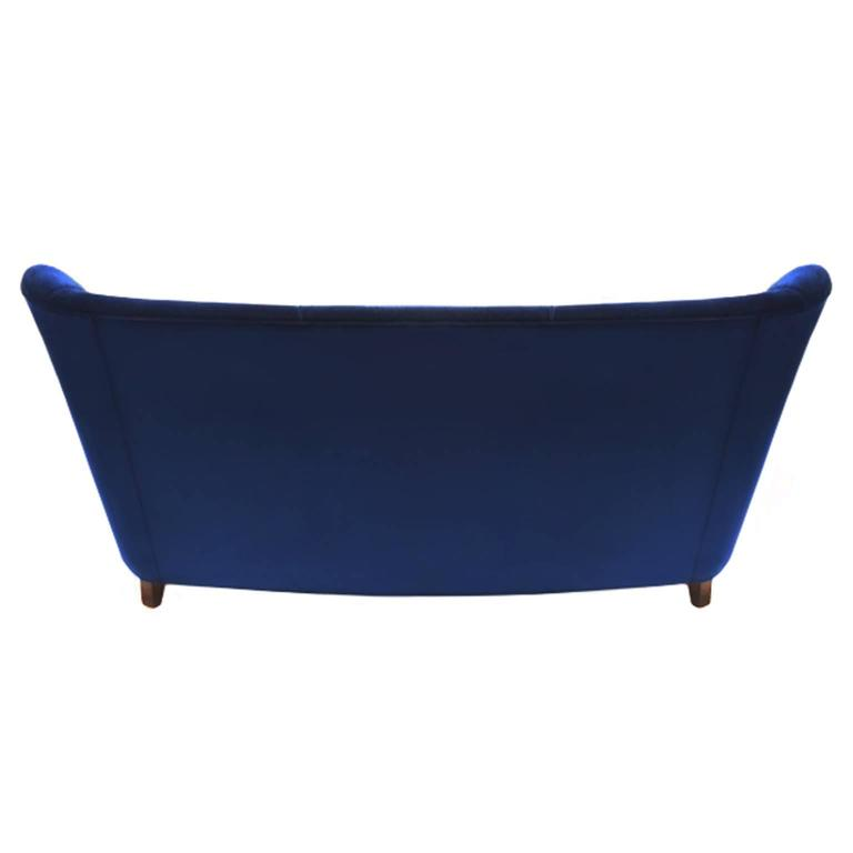 1960s Italian Sofa in Navy Blue Velvet by Paolo Buffa In Excellent Condition For Sale In New York, NY