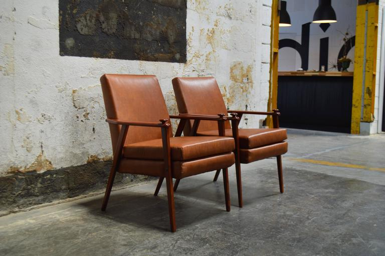 Mid-20th Century Pair of Mid-Century Modern Side Chairs For Sale