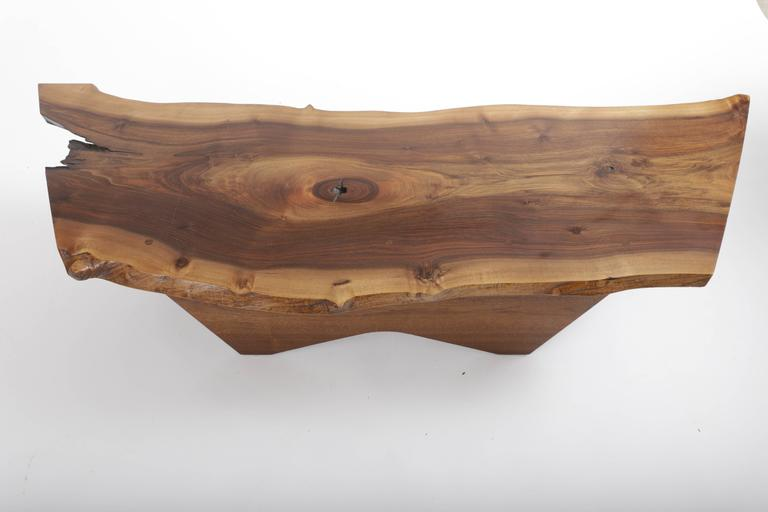 Walnut Butterfly Base Coffee Table by George Nakashima In Excellent Condition For Sale In Sea Cliff, NY