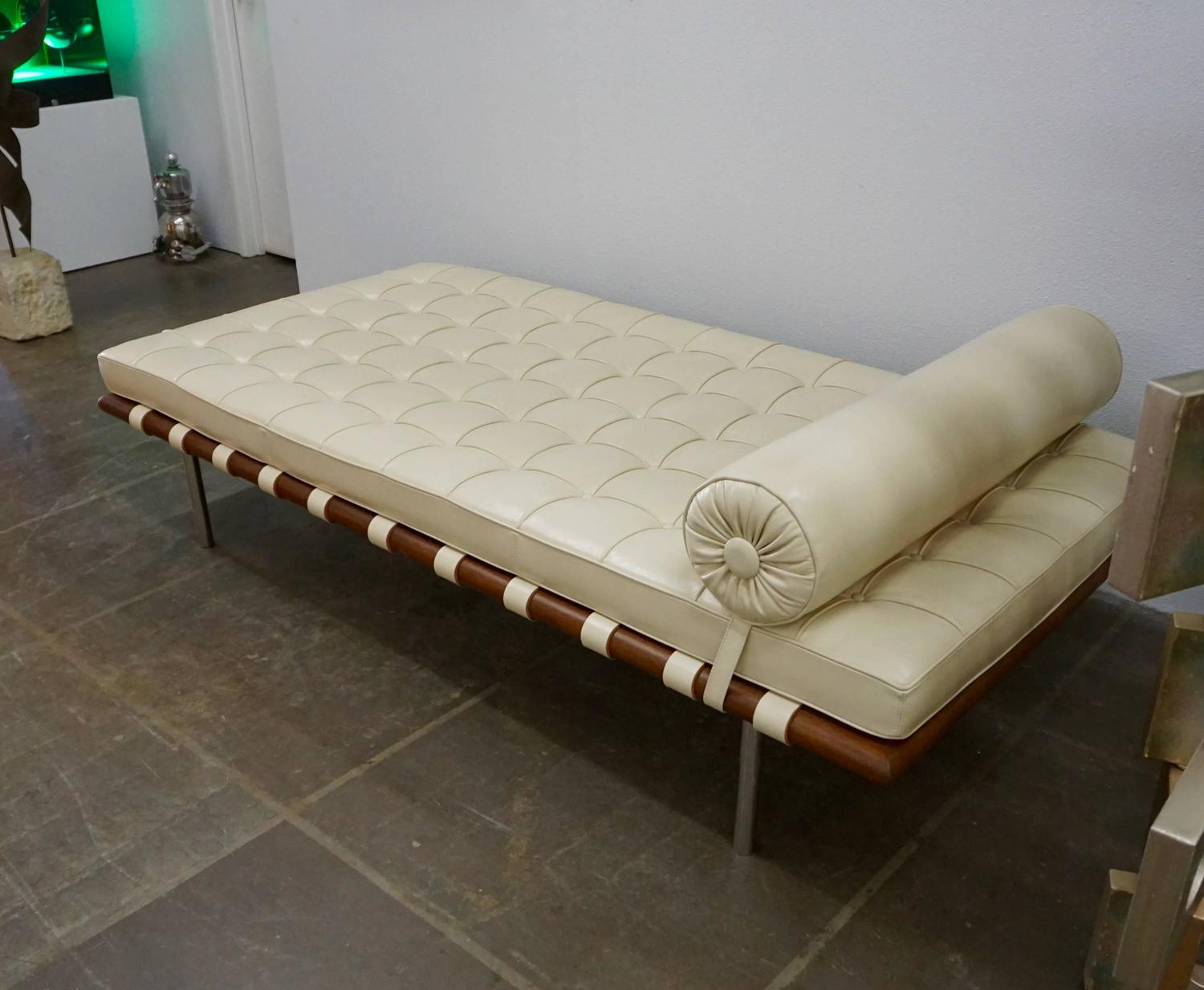 knoll barcelona daybed by ludwig mies van der rohe at 1stdibs. Black Bedroom Furniture Sets. Home Design Ideas